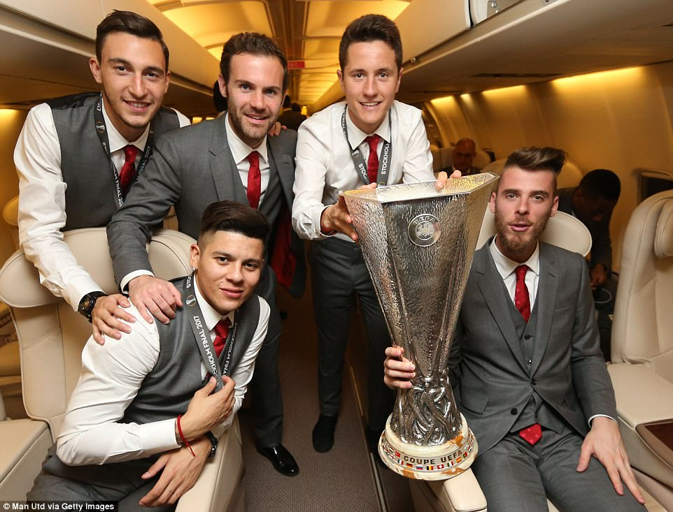Back row (left to right): Matteo Darmian, Juan Mata and Ander Herrera. Seated (left to right): Marcos Rojo and David de Gea