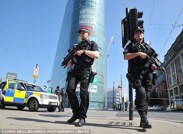 La seguridad se ha aumentado en toda Gran Bretaña después del ataque de Abedi y el nivel de amenaza terrorista fue elevado a crítico