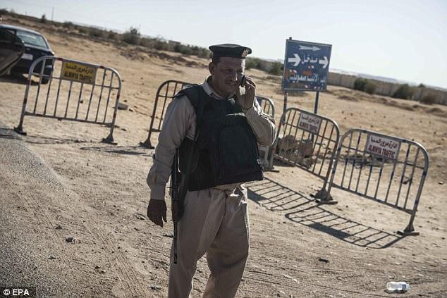 Las fuerzas de seguridad egipcias se han alarmado por los combatientes ISIS se deslizan sobre la frontera de Libia