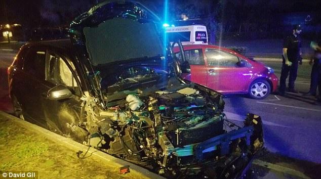 La policía está investigando si el conductor montado deliberadamente el pavimento y conducía por una zona peatonal