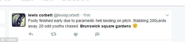 Un espectador twitteó: 'Footy terminó antes de tiempo debido a heli aterrizaje paramédico por lanzamiento. Apuñalar 200yards de distancia. 20 jóvenes impares perseguidos. Brunswick jardines cuadrados