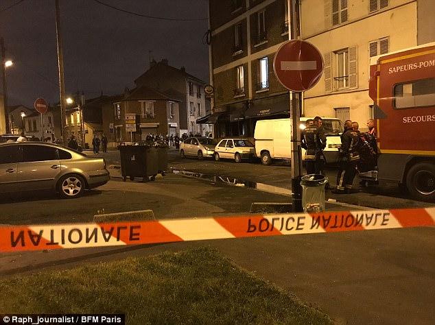 Tres personas han sido trasladado en helicóptero al hospital y nueve más heridos después de un incendio en un restaurante de París, que se cree que fue causada por una bomba molotov
