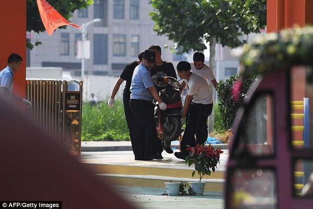 La explosión mató a ocho personas e hirió a decenas de personas fuera de un jardín de infantes