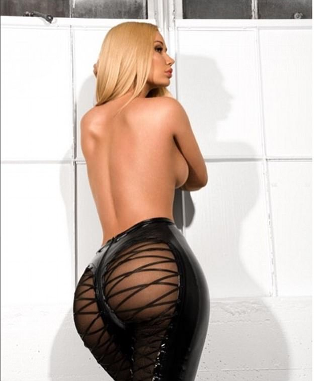 What a treat! On Friday, Iggy Azalea treated her Instagram fans with risque picture of her perky derrière