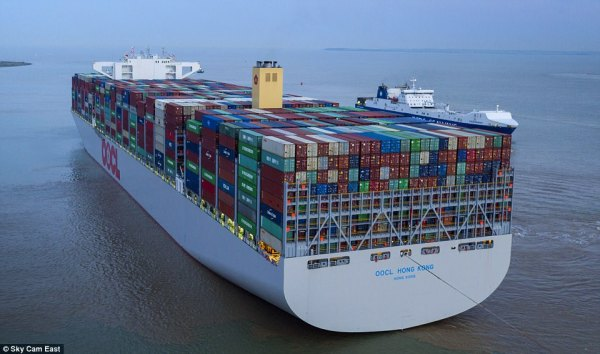 World's largest container ship comes to UK port | Daily ...
