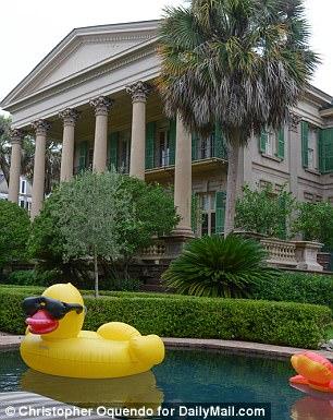 La maison de Patricia Altschul, connue sous le nom de Isaac Jenkins Mikell House, est située à Charleston, en Caroline du Sud.