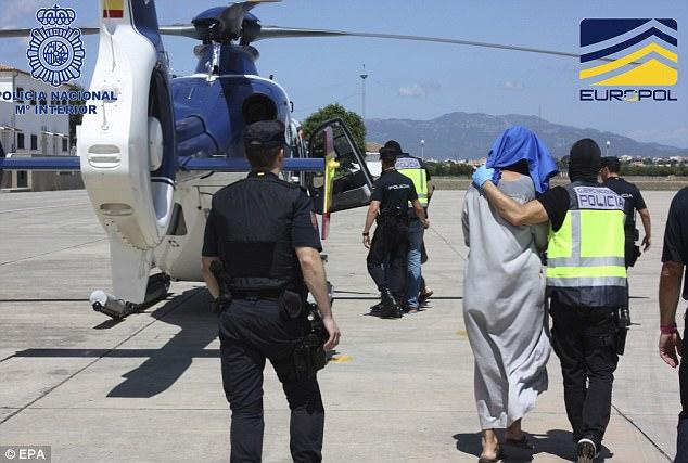 las autoridades española detuvo a cuatro personas durante la operación antiterrorista en Mallorca, así como uno en Alemania y otro en Birmingham, Reino Unido