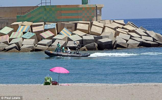 Una lancha rápida policía llevó el cuerpo de un migrante ahogado en la localidad española de Almería