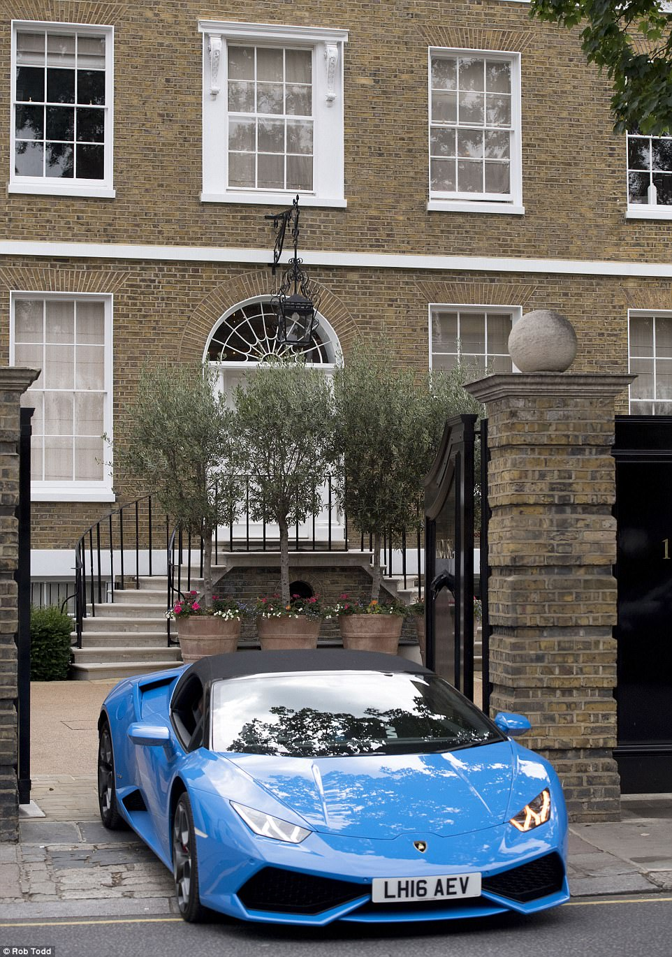 As the supercars continued to flow from the drive this £180,000 Lamborghini Huracan revved its way out and into Chelsea