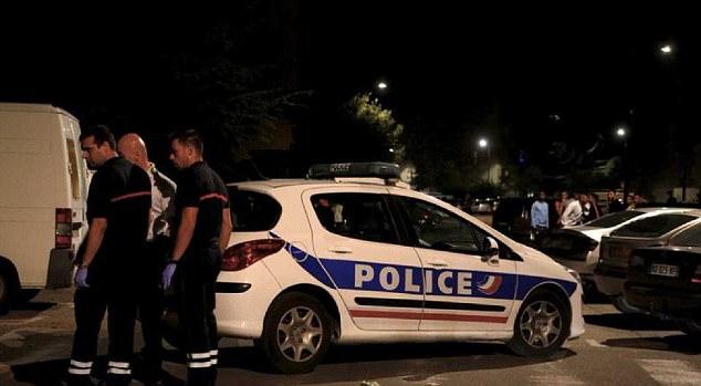 Los pistoleros huyeron del lugar y la policía francesa ha puesto en marcha una persecución