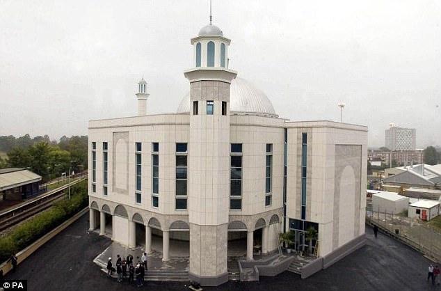 El incendio el 26 de septiembre de 2015, tuvo lugar el día después del Eid, donde más de 13.000 visita a la mezquita para orar y destruyó un tercio del edificio
