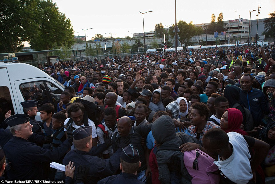 Paris shanty town housing 2 500 migrants is torn to ground   Daily     There is an official refugee camp in Porte de la Chapelle  but those living  there
