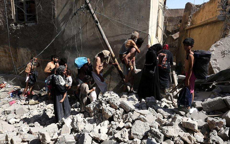 El pueblo iraquí se imagina huyendo de sus hogares debido a los enfrentamientos entre las fuerzas iraquíes y el grupo islámico