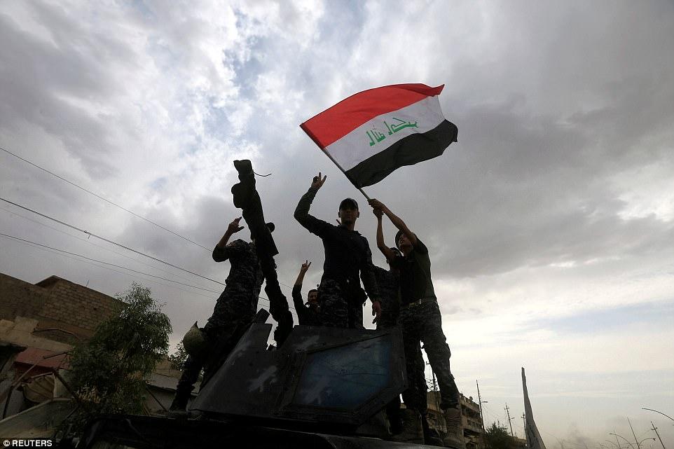 Los miembros de la División de Respuesta de Emergencia del ejército iraquí estaban jubilosos al celebrar lo que afirman ser el colapso inminente de ISIS