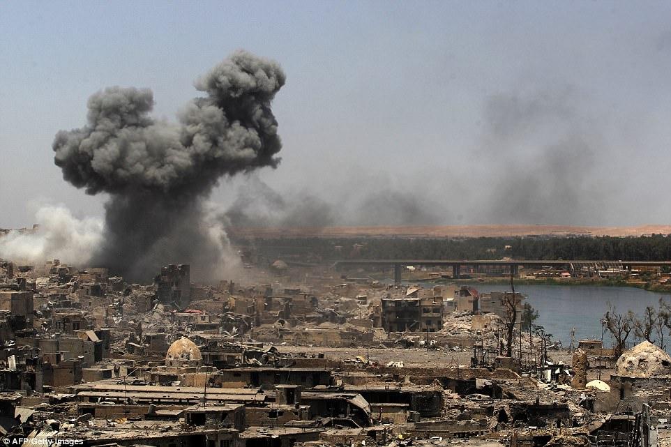 Los terroristas de ISIS han sido acorralados en Mosul mientras las fuerzas iraquíes retoman la ciudad estratégica en el norte del país