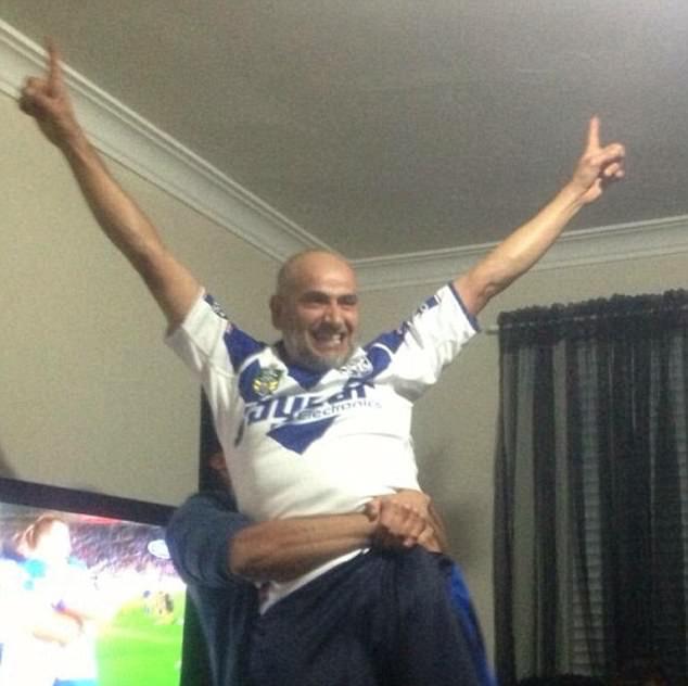 Khaled Khayat, representado en una camiseta de los Canterbury-Bankstown Bulldogs, es uno de los hombres libaneses-australianos que fueron arrestados durante las incursiones terroristas del sábado en Sydney