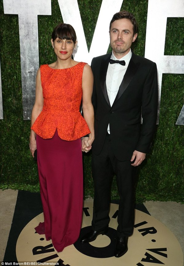 Casey Affleck's wife Summer Phoenix files for divorce ...
