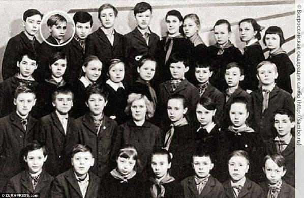 С улицы на ринг: учитель Путина в то время с тех пор заклеймил его нарушителем спокойствия, но его жизнь заняла новое направление, когда он начал заниматься боксом и боевыми искусствами