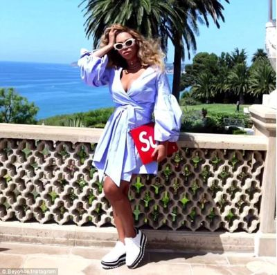 Pretty woman:In another post she is seen standing on a sun-lit balcony in what appears to be Malibu