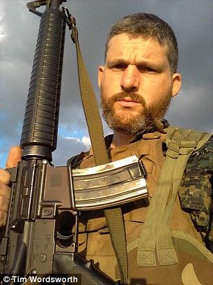 """El ex soldado dijo: """"A algunos de los occidentales les gusta tomar el mando, pero no pueden, porque no tienen poder oficial, ni rango oficial, sólo algunos kurdos tienen eso.  Yo era el vaquero """""""