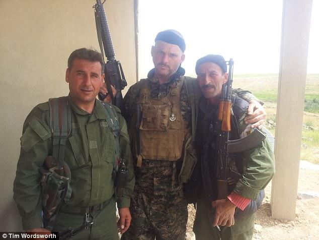 Tim se sintió inspirado a unirse a la lucha contra ISIS porque él había estado interesado durante mucho tiempo en la región, pero también porque estaba horrorizado por los informes de la matanza ISIS de los Yazidis en Sinjar en agosto de 2014
