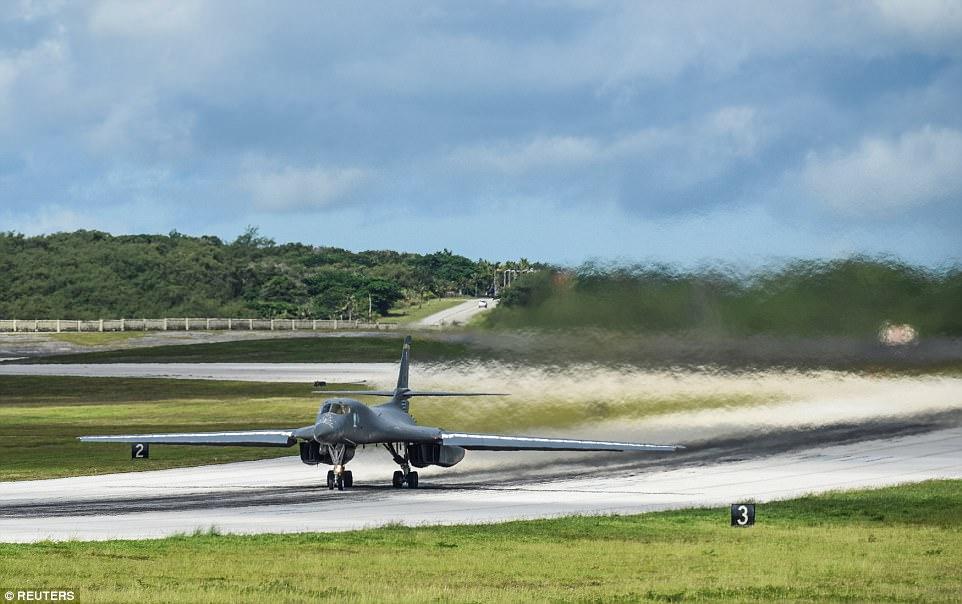 La misión de 10 horas de la Base de la Fuerza Aérea Andersen de Guam (arriba) tuvo lugar el lunes y fue la primera para los aviones y las tripulaciones recientemente desplegados de la Base de la Fuerza Aérea Ellsworth de Dakota del Sur para apoyar las misiones de Presencia Continua de Bomber