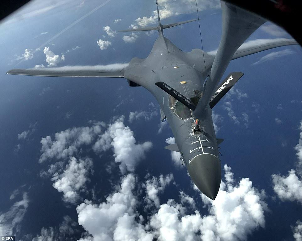 Las tripulaciones practicaron el entrenamiento de la interceptación y de la formación, que les dio una oportunidad de mejorar sus capacidades combinadas y habilidades tácticas. Por encima de un bombardero B-1B Lancer se representa durante la misión