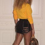 Sexymama: Beyonce Show Off Toned Midriff in Fila Top