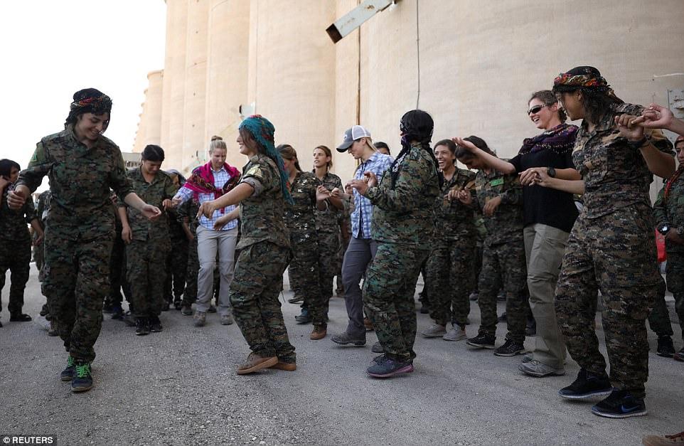 Los nuevos combatientes del SDF vinieron de diversas partes de Siria del norte, incluyendo Deir al-Zor, Raqqa, y Aleppo, y serán desplegados directamente a Raqqa