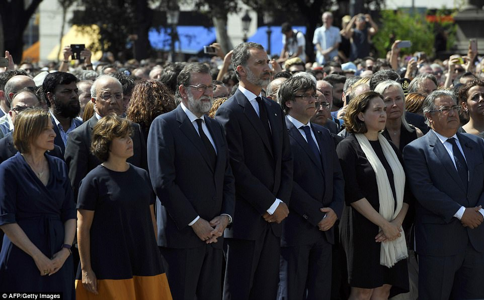 King Felipe VI (centre), SpanishPrime Minister Mariano Rajoy (to his left), andPresident of Catalonia Carles Puigdemont (to his right) led a minute of silence in Barcelona on Friday for the victims of the attack