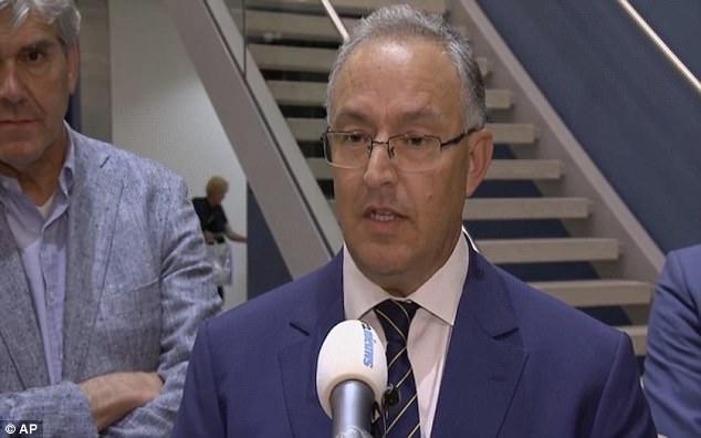 El alcalde de Rotterdam, Ahmed Aboutaleb, habló con periodistas el miércoles por la noche tras el descubrimiento de la furgoneta