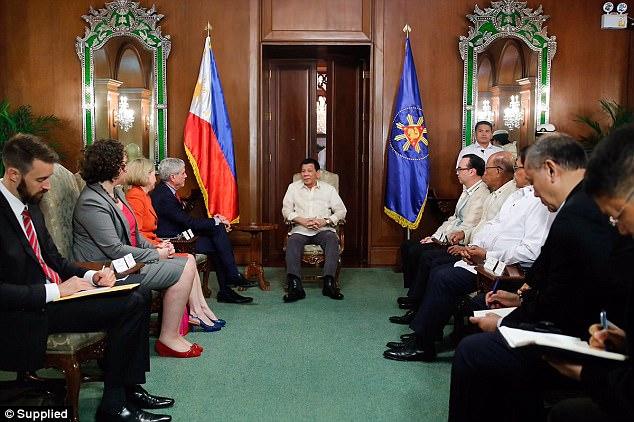 El presidente Rodrigo Duterte se entrevistó con el jefe de ASIS, Nick Warner, para discutir temas de seguridad regional, y la batalla contra los militantes islámicos en Marawi ocupa el primer lugar de la agenda.