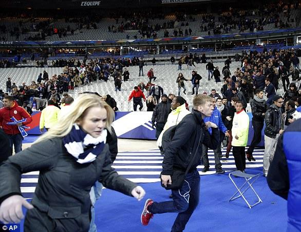 Pánico: los espectadores en el partido de Francia y Alemania en Saint Denis huyen después del ataque