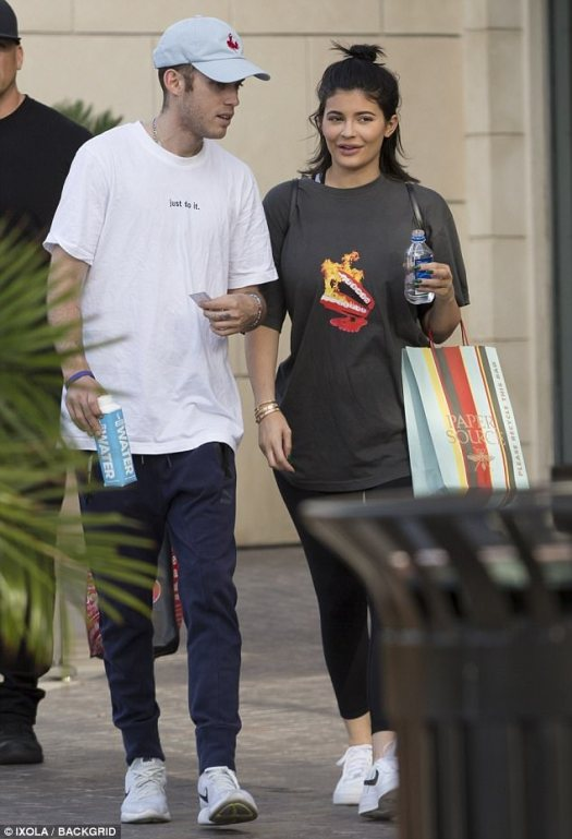 Catching up:a fresh faced Kylie Jenner stepped out with her pal and cancer survivor, Harry Hudson om Calabasas, California