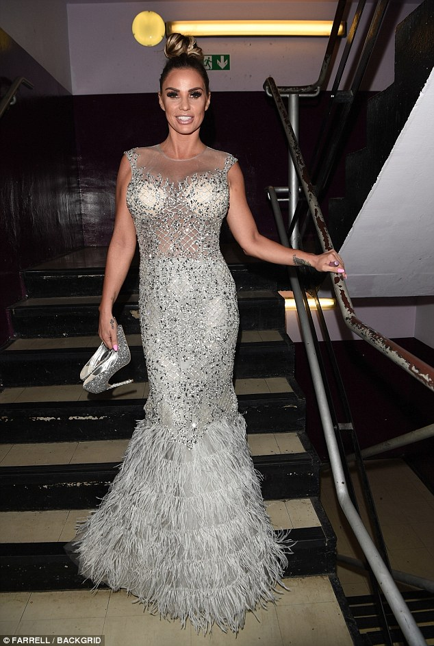 Ready for her no holds barred speaking engagement, Katie was dressed to impress in the sensational figure-hugging number which showed off her fabulous frame