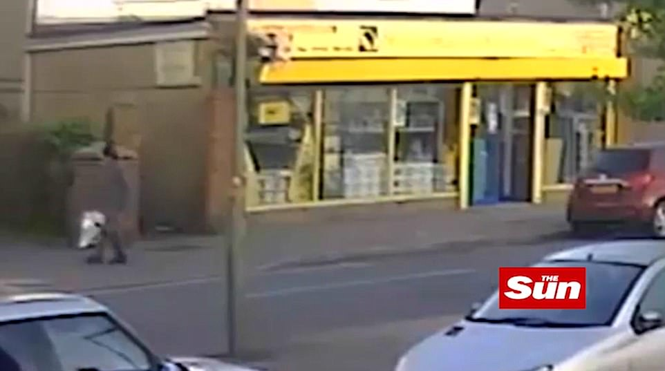 7am: El principal sospechoso luego camina por Vicarage Road (en la foto) hacia la estación de tren Sunbury, a veces luchando con la pesada bomba dentro de una bolsa de congelador Lidl