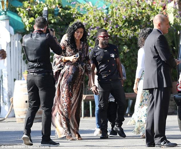 Contexte: Montia Sabbag, une employée de club de strip-tease de 26 ans, a déclaré dans une interview accordée à DailyMailTV qu'elle avait couché avec Kevin à trois reprises en août.