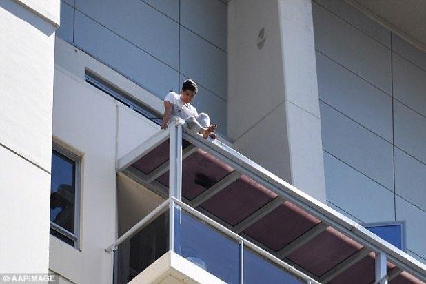 Seo provocó un asedio de 12 horas después de subir al techo del apartamento cuando la policía llegó a investigar informes de un cuerpo en el callejón