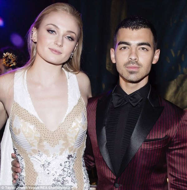 Joe Jonas proposes to Sophie Turner | Daily Mail Online