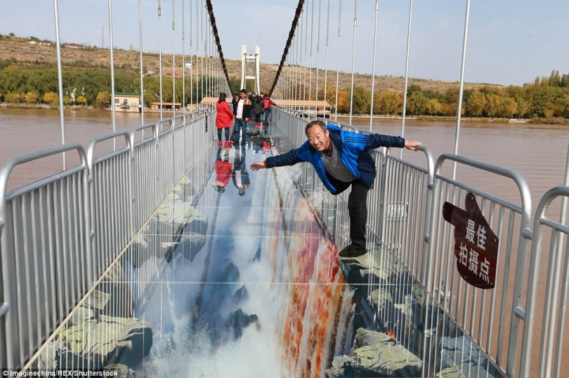 Part of the Shapotou Suspension Bridge is covered by 3D art as the management hopes to bring tourists more excitement