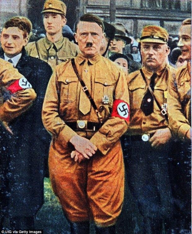 Um novo livro revela as histórias sombrias de origem das marcas mais famosas do mundo atualmente. Hugo F Boss, fundador da casa de moda alemã, era um nazista registrado e desenhava uniformes para Hitler (foto em 1931)