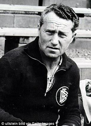 Os irmãos Adolf 'Adi' (foto) e Rudolf Dassler foram os homens por trás da Adidas e da Puma, respectivamente.