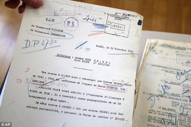 """Um memorando diz: """"Uma fonte em Madri nos informou que Madame Chanel foi em 1942-43 a amante e agente do Barão Guenter von Dinklage"""""""