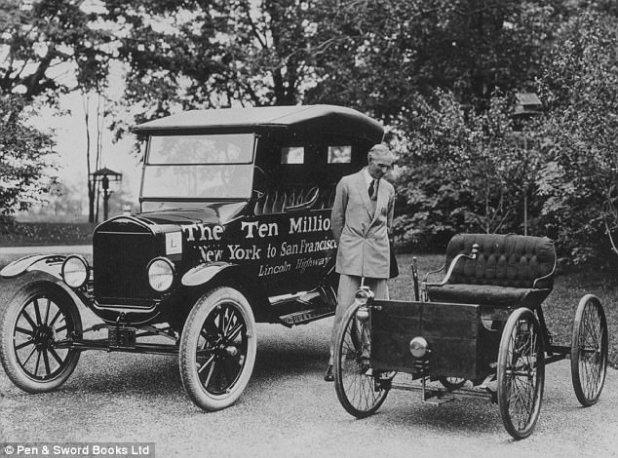 O fundador da Ford Motors, Henry Ford, era anti-semita e comprou um jornal local para expressar suas crenças. Dizem que Hitler manteve uma foto de Ford em sua mesa e a Ford recebeu a Grande Cruz da Águia Alemã, a maior honra que o partido nazista poderia conceder a um estrangeiro