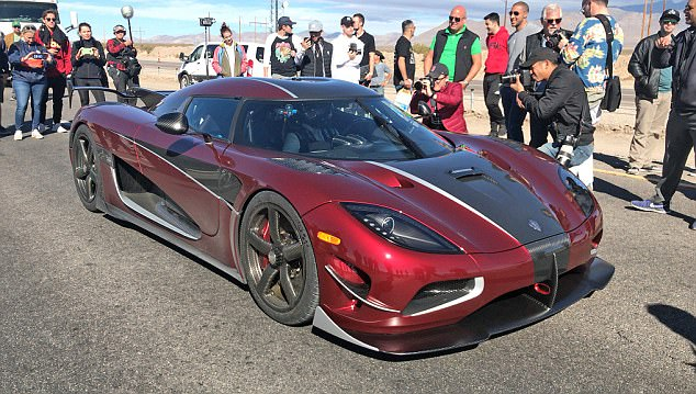 On the first run the Koenigsegg topped the old record with a speed of 271.2mph despite battling a slight incline and oncoming winds