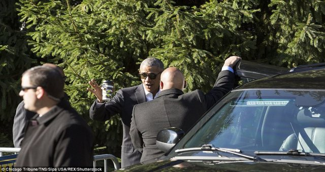 Former US President Obama accompanied by a six-vehicle motorcade as he reported to $17.20-per-day jury duty in Chicago (photos)