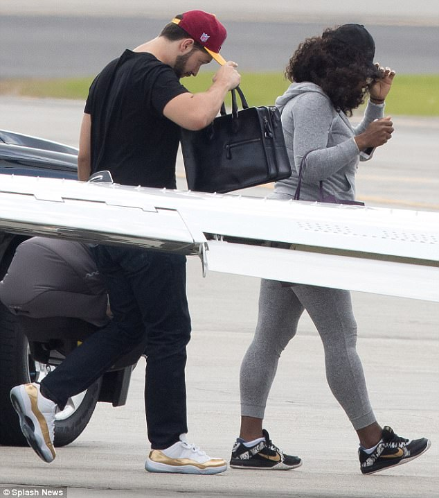 Serena Williams, husband Alexis Ohanian & their daughter jet out of New Orleans for their honeymoon (photos)
