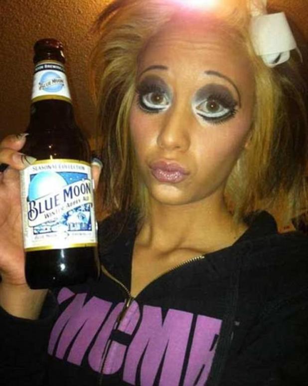 Hey dolly: el maquillaje dramático de ojos de esta mujer parece haber sido inspirado por Betty Boop