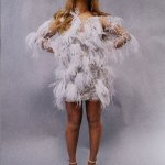 Photos : Beyonce Stuns In Feathery Dress