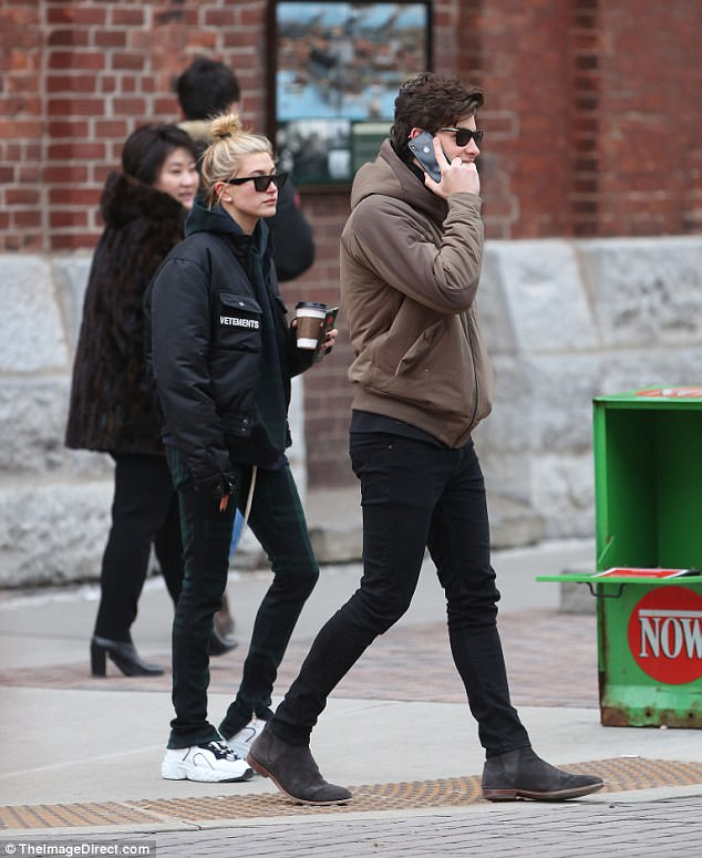 Hailey Baldwin Hugs New Beau Shawn Mendes In Canada